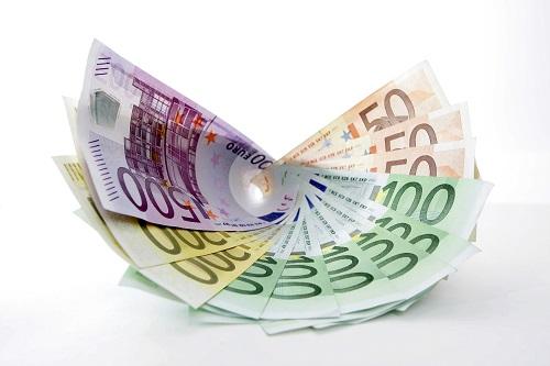 Kulutusluotto kannattaa ja pitää vertailla, sillä voit säästää 2000 - 60000 euron lainoissa satasia tai jopa tuhansia euroja kokonaisuudessaan